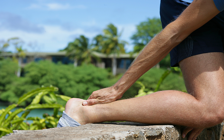 /sites/hexassets/Assets/bones-joints/achilles-tendinopathy-symptoms-causes.jpg