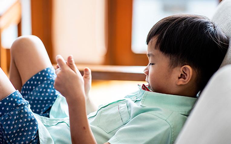 Mobile Device Overuse Raises Myopia Risk