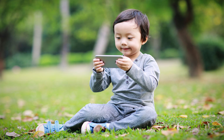 ​How Mobile Overuse in Children Causes Eye Problems
