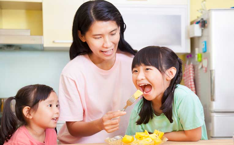 ​Feeding Children 1-12 Years: How Much and What to Offer Toddlers and Children