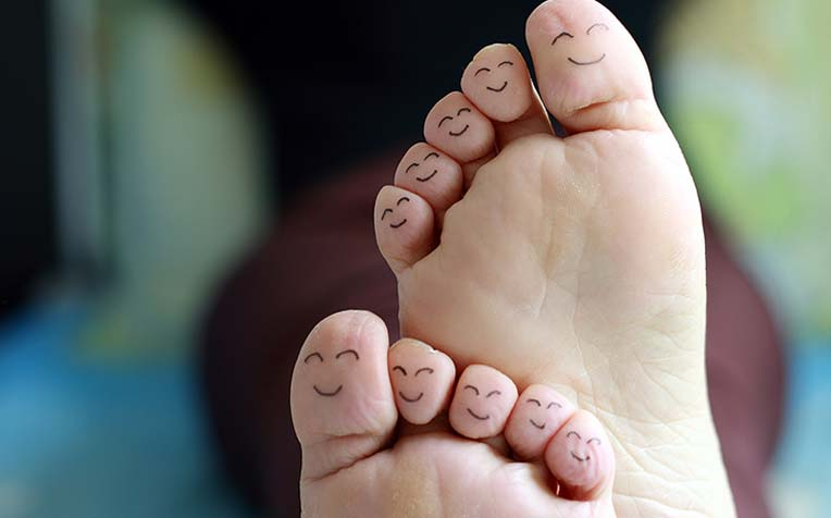 ​Diabetes Foot Care Tips (Cut Toenails, Wear Proper Shoes and Foot Screening)