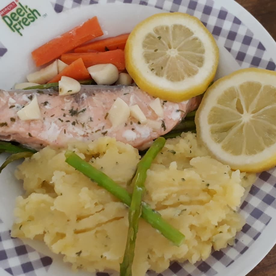 /sites/hexassets/Assets/recipes/my-best-healthy-recipe/baked-salmon-with-vegetables-final-shalee-teo.jpg