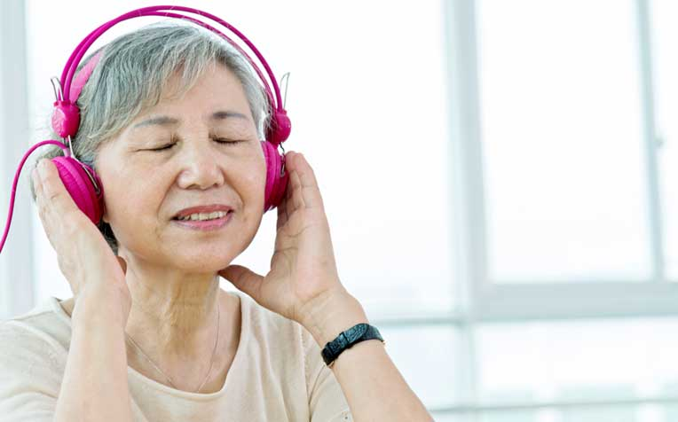 /sites/hexassets/Assets/seniors/Parkinson-Disease-Music-Therapy.jpg
